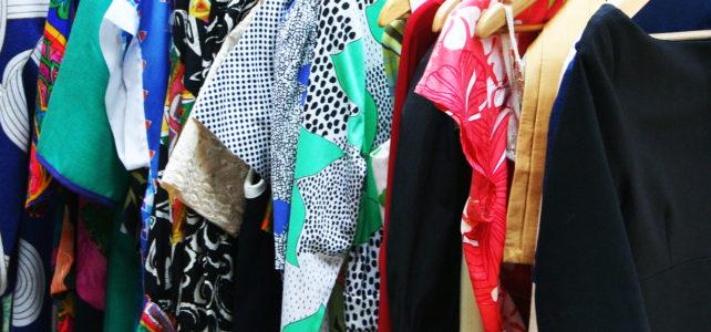 Gardróbrendezés: alapozd meg a ruhatárad rendrakással!